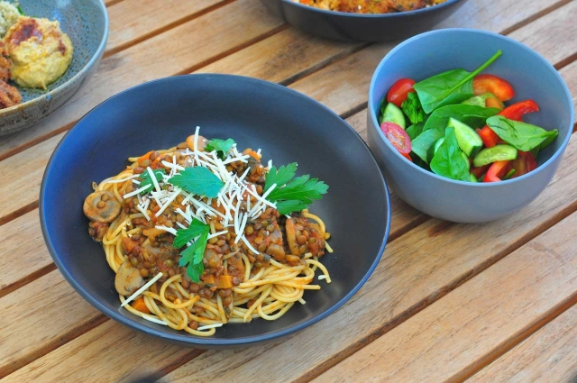 Lentil bolognese spaghetti with salad